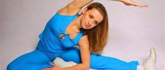 Синий спортивный костюмчик великолепно подчёркивает её спортивную фигуру